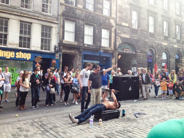 royal mile street performers