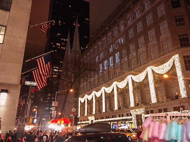 5th avenue saks christmas lights