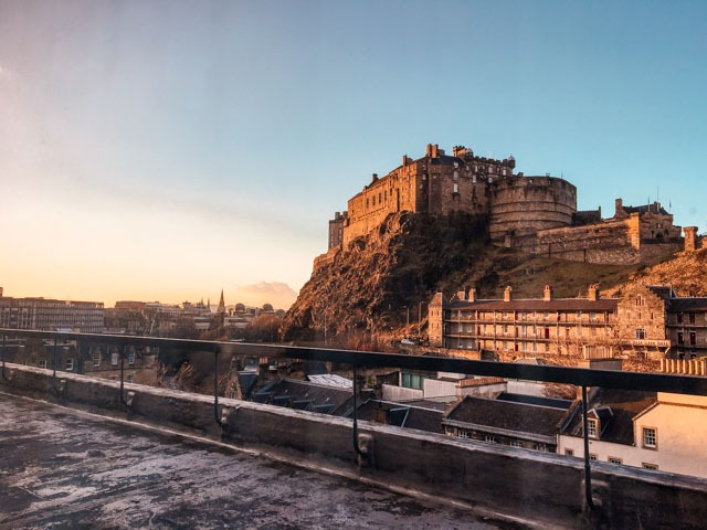 edinburgh cold clear day