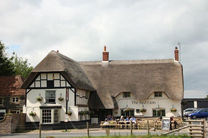 avebury village pub