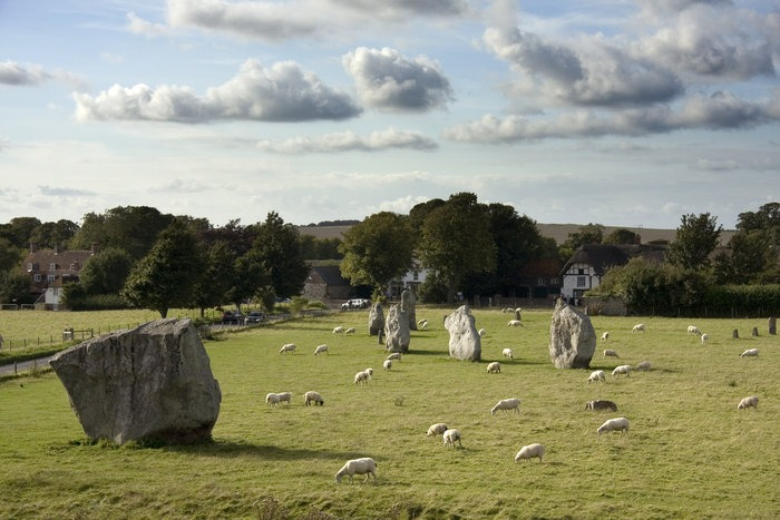 visiting avebury stone circle and village
