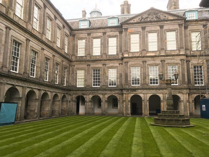 courtyard palace holyroodhouse